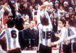 1978-videla-presents-trophy